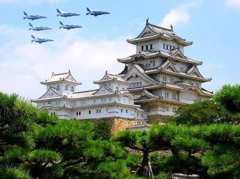 姫路城 ブルーインパルス.jpg